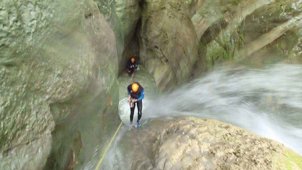 Une des nombreux rappels de 15m au canyon de la Pissarde