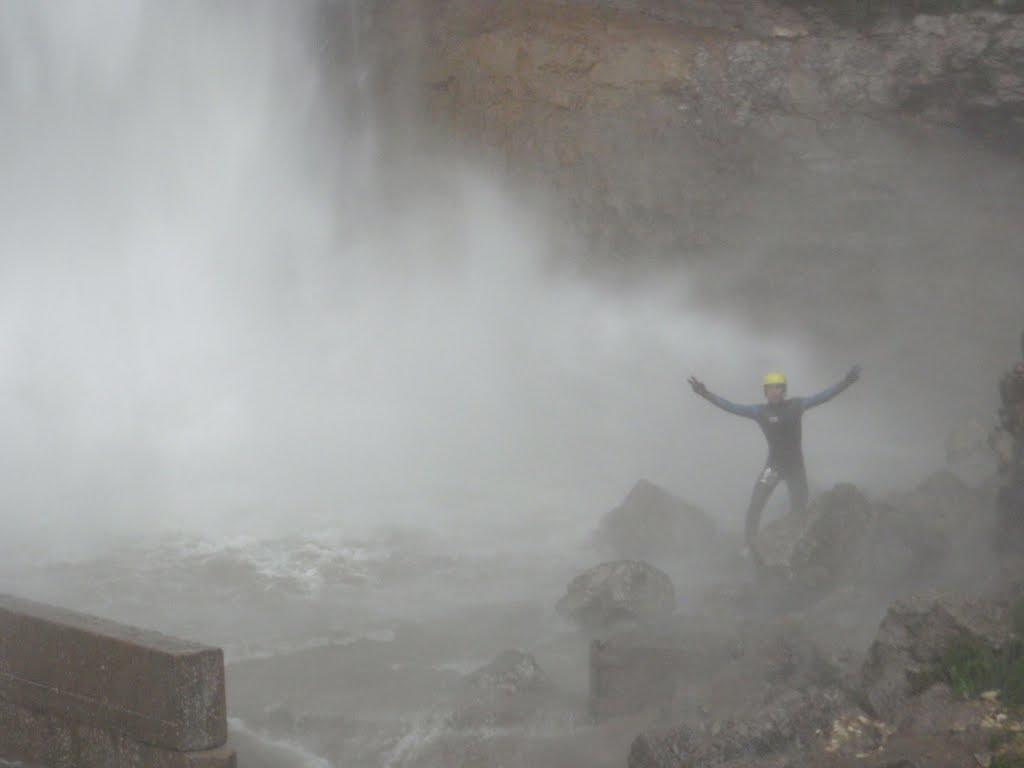Le pied de la dernière grande cascade marque le départ de partie basse du Canyon des Ecouges
