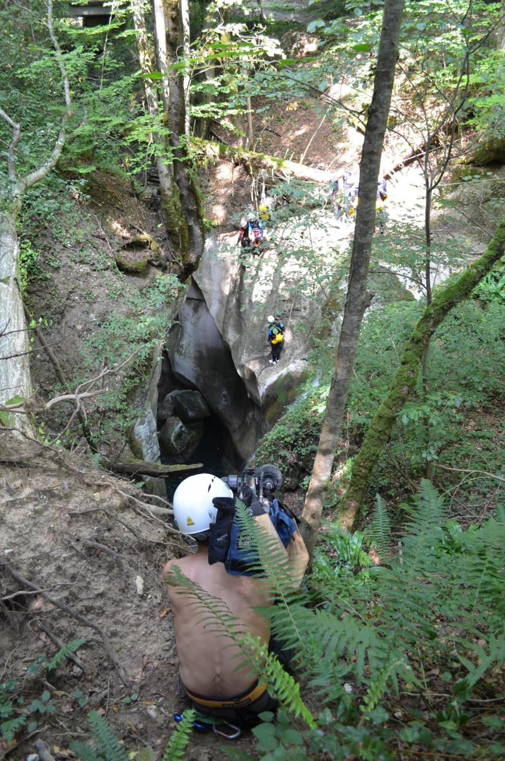 A national Geographic documentary ? No just the cameraman of FRANCE 3 filming a strange local specie : the canyonneers...