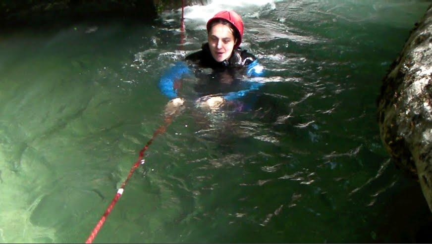 La corde rouge permet d'acceder au départ de la cascade de 40m