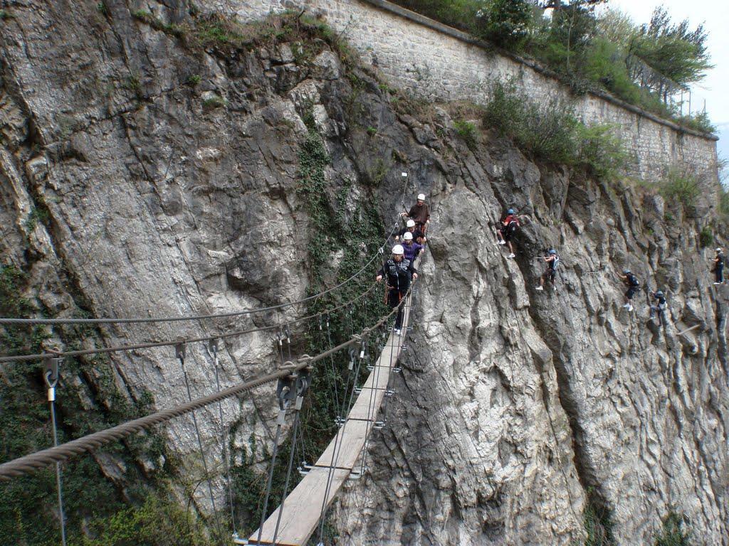 La longue traversée finie par un pont Népalais