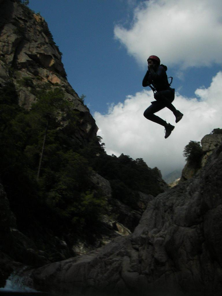 Photo d'action, pour ce saut de 5m.