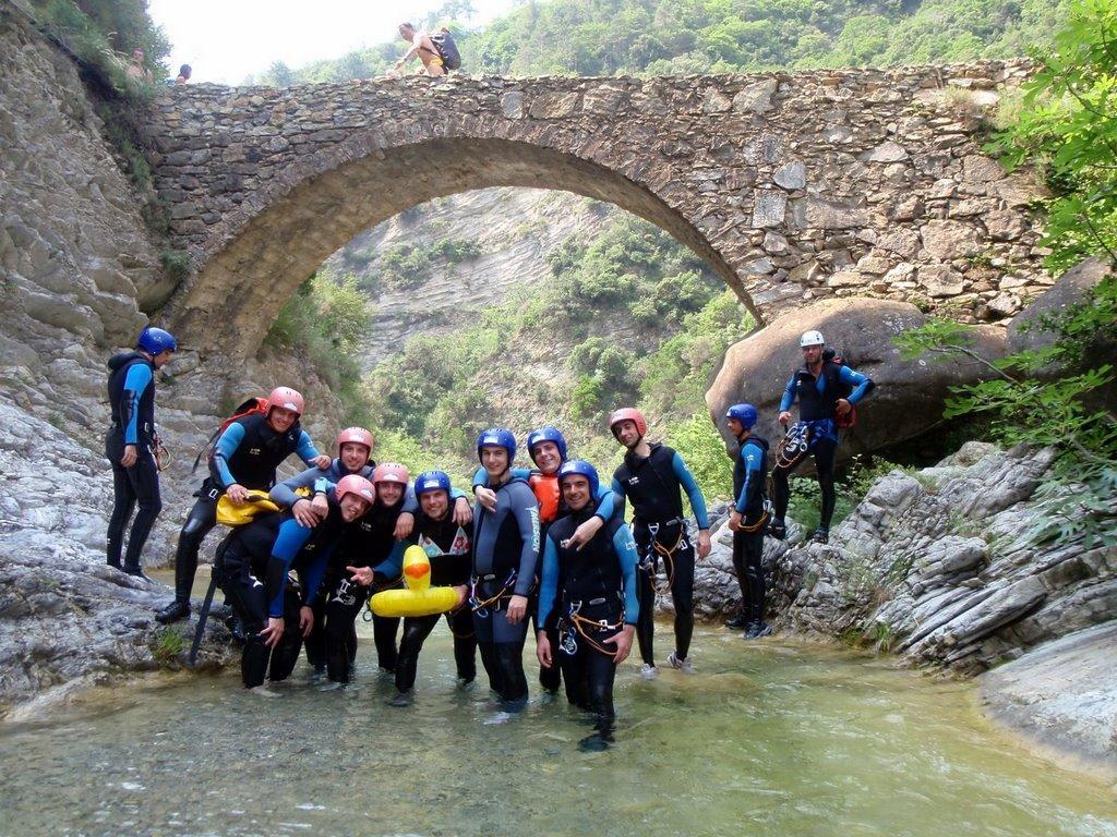 Départ duCanyon de Barbera, Le saut est possible depuis le pont romain...