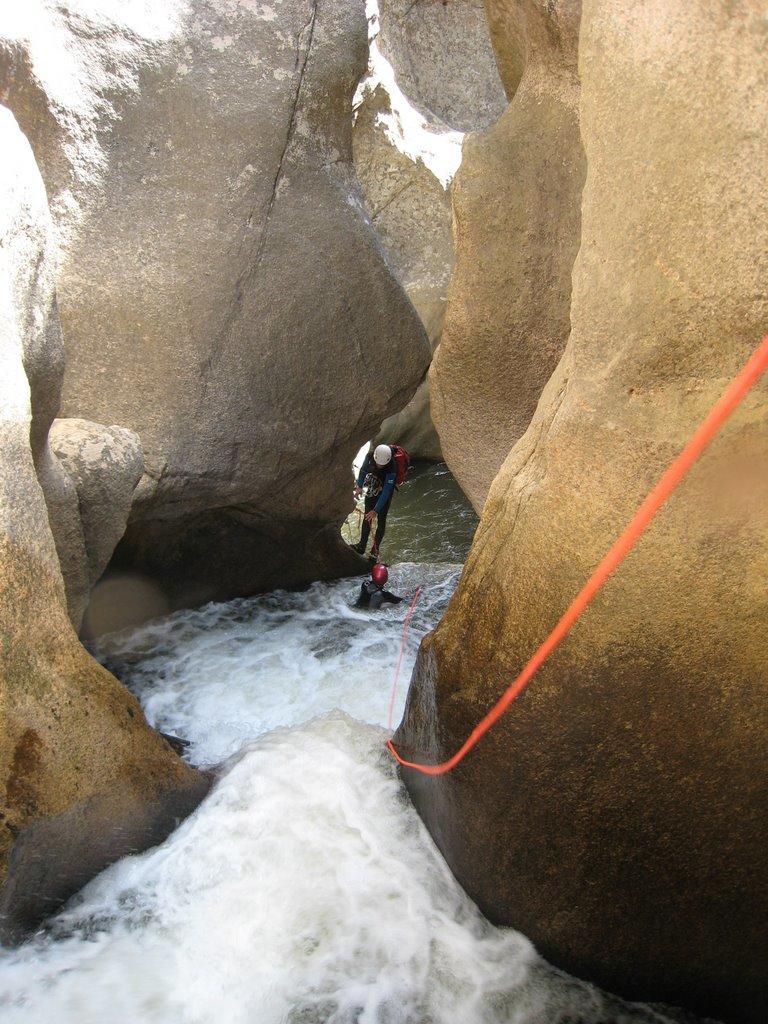 Les étroitures du canyon avant la cascade.