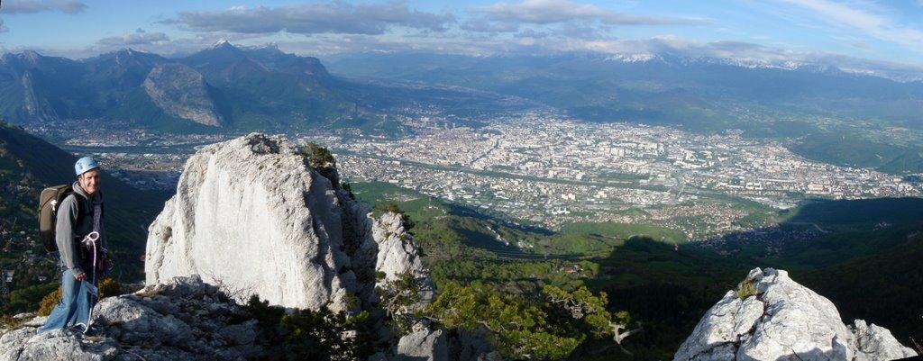 Vue imprenable sur Grenoble en fin d'après midi.