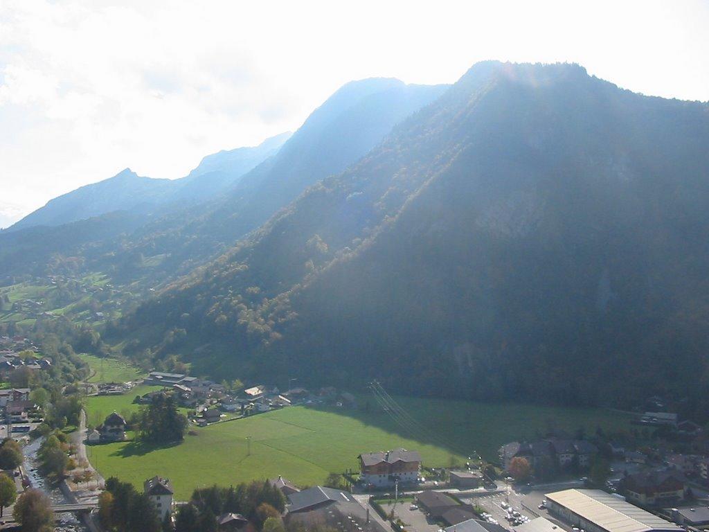 Vue sur les montagnes, avec la Tournette en arrière plan.