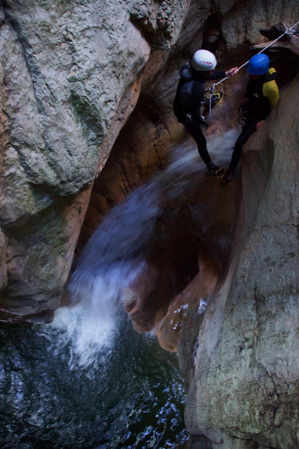 Préparation au saut de 7m. Le rappel est possible pour éviter le saut.