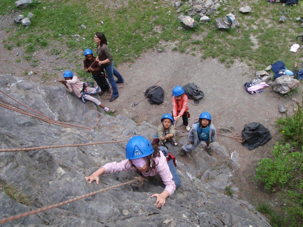 La falaise du Villaret est idéale pur l'initiation escalade.