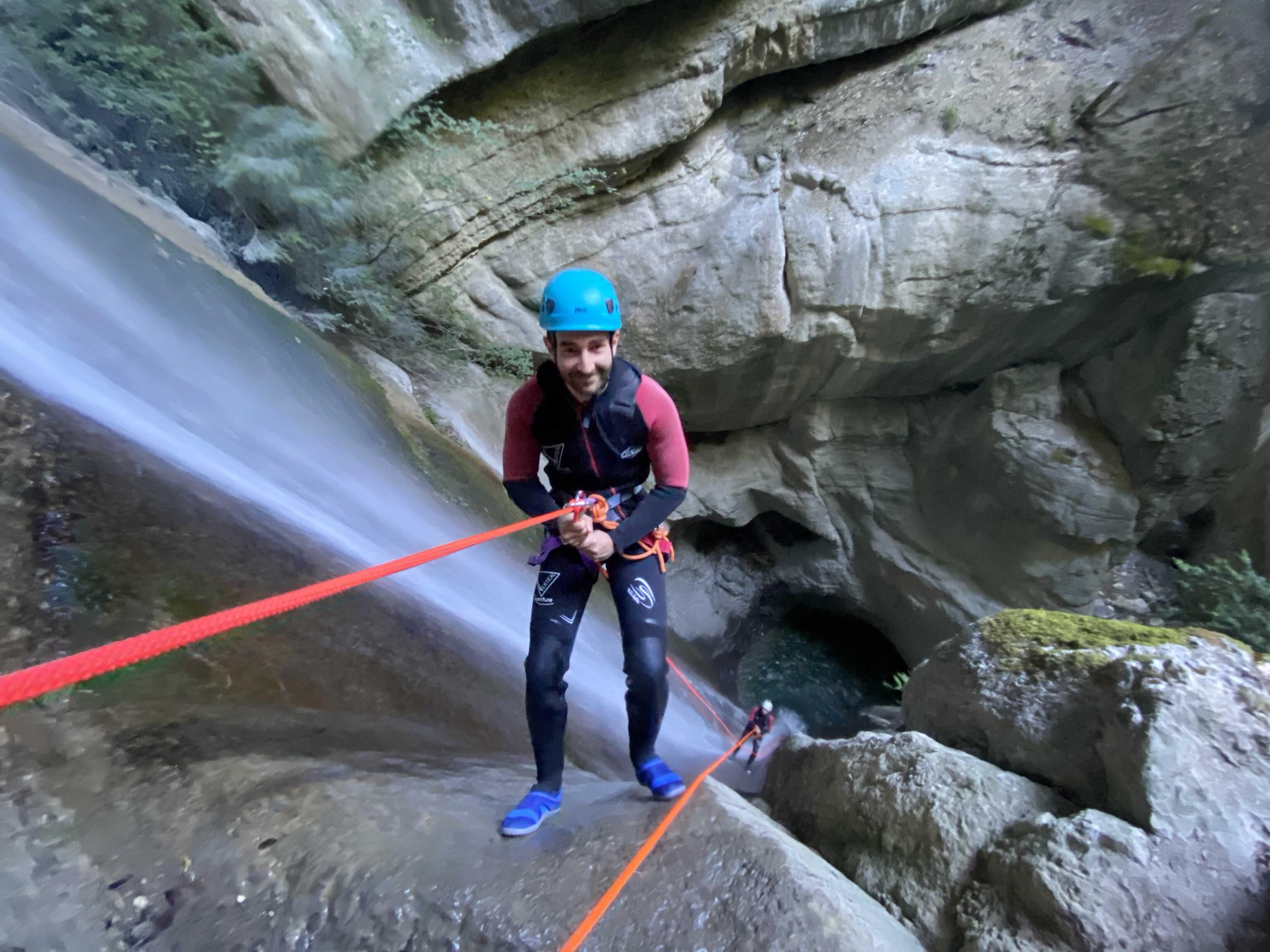 Descente de 35m en rappel au départ du canyon