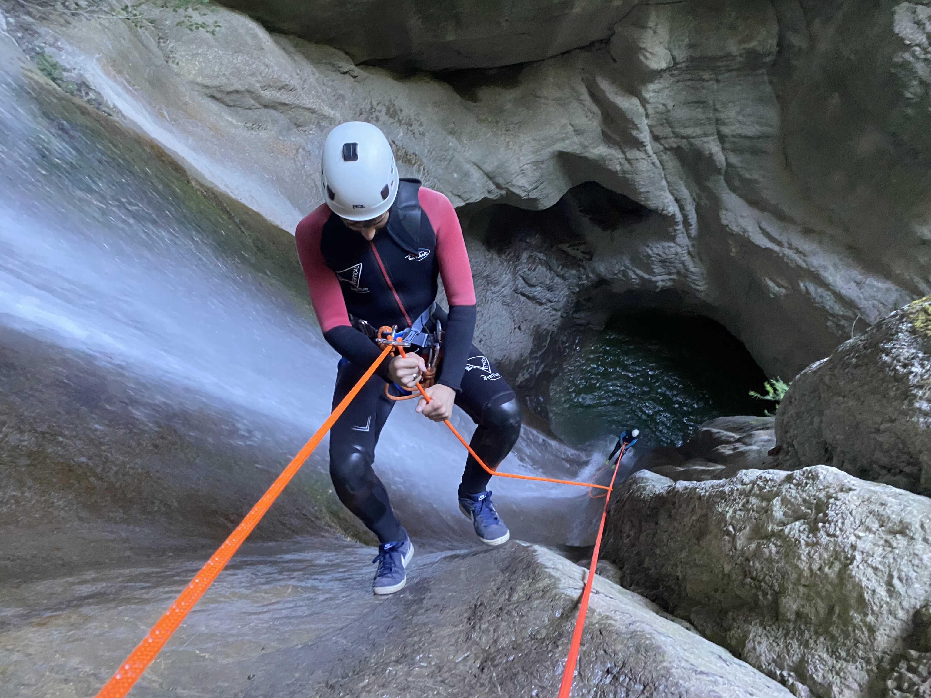 Descente en rappel au canyon d'Angon