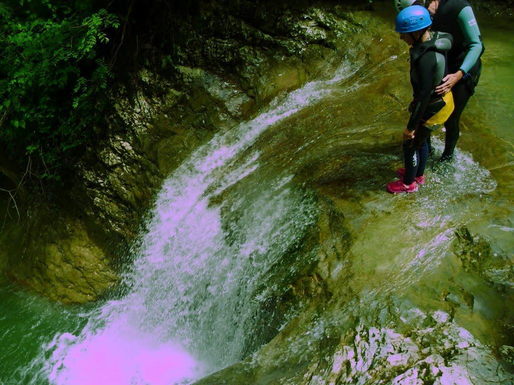 Au départ du premier saut du canyon de la partie intermédiaire des Ecouges