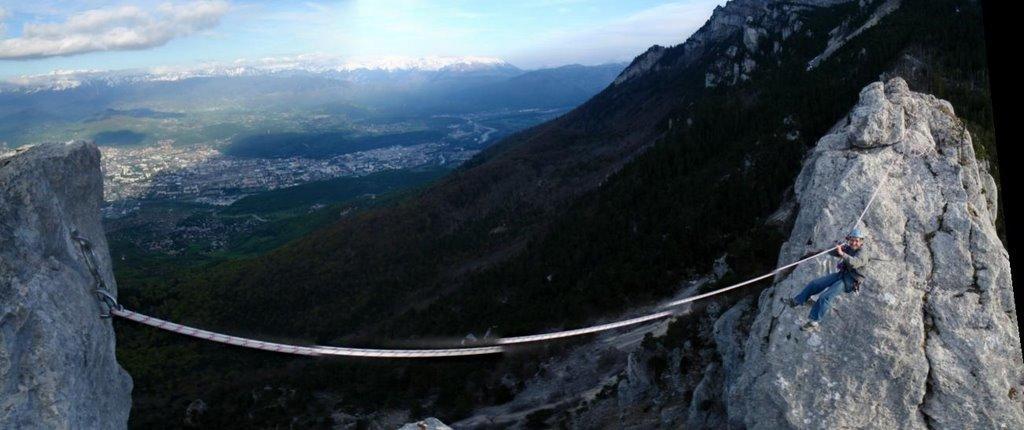 Panoramique de la Tyrolienne. Evidement la corde n'est en rélité pas coupée!