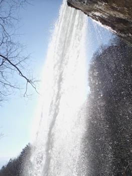 Sous la grande cascade de 40m du ruisseau de l'Alloix