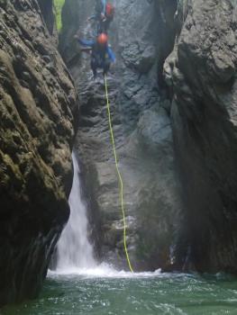 Saut de 7m au canyon des moules marinières, massif du Vercors