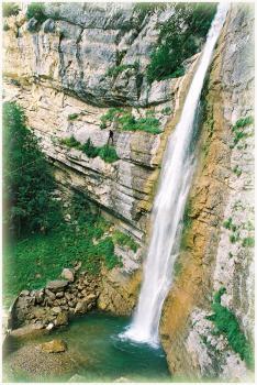 Descente en Tyrolienne du rappel de 70m de la partie Haute des Ecouges
