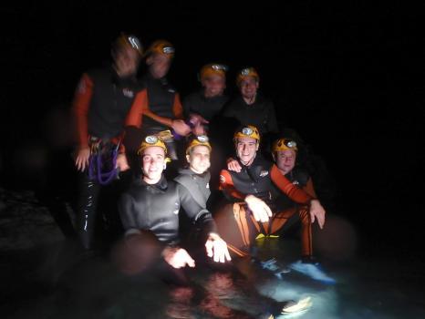 Le groupe au complet dans le canyon nocturne