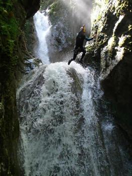 Saut de 13m, canyon du Versoud, proche de Grenoble et Lyon