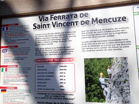 Panneau d'information au départ de la via ferrata de Saint-Vincent-de-Mercuze