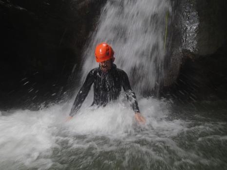 Nombreux toboggans dans le canyon des moules marinières, massif du Vercors
