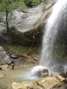 28m abseil, Ecouges complete course, near Grenoble and Lyon, Vercors range