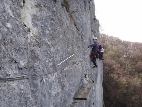 Les passerelles de la première partie, Via ferrata du Roc de Cornillon, proche de Chambéry, Savoie.
