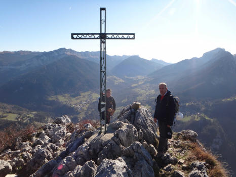Summit of Roche Veyrand pic